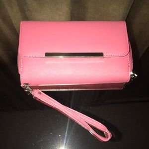 Cute wristlet with tons of room. Never used!
